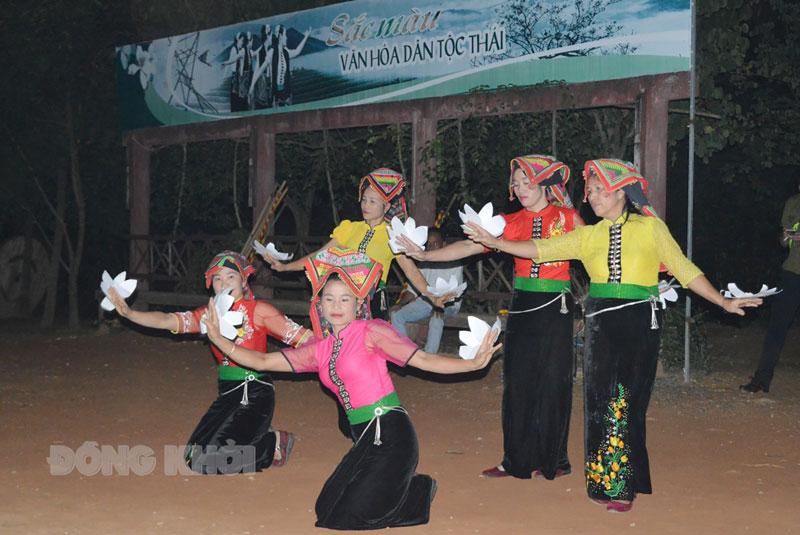 Đoàn Bến Tre giao lưu văn hóa tại Làng Văn hóa các dân tộc Việt Nam (Hà Nội).
