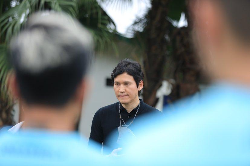 HLV Park Choong Kyun trong buổi ra mắt Hà Nội FC