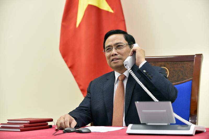Thủ tướng Phạm Minh Chính bày tỏ mong muốn hợp tác chặt chẽ với Thủ tướng Lý Hiển Long để thúc đẩy hơn nữa quan hệ Đối tác Chiến lược Việt Nam – Singapore trên tất cả các lĩnh vực. - Ảnh: VGP/Nhật Bắc