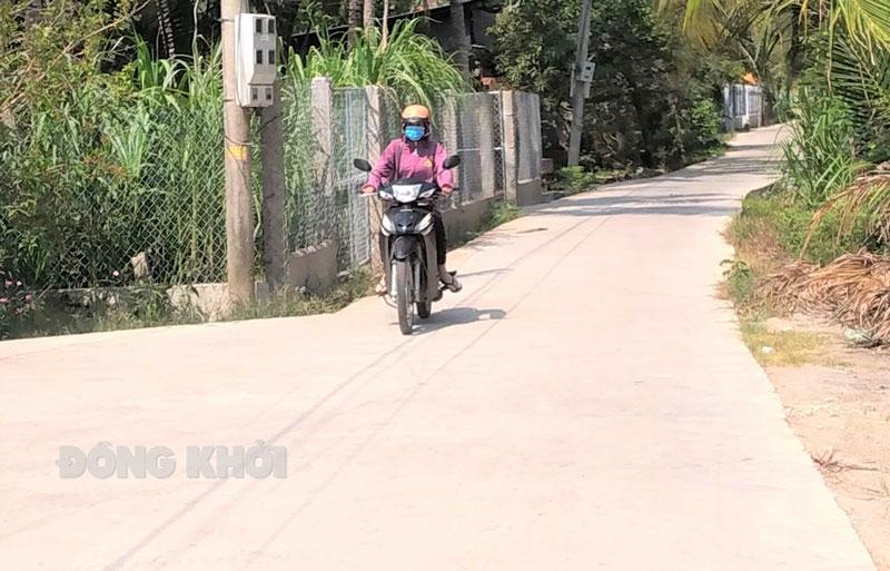 Đường bê-tông nông thôn liên ấp xã Tân Hội.