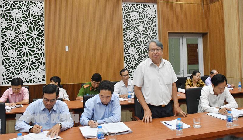 Trưởng ban Tuyên giáo Tỉnh ủy Cao Văn Dũng phát biểu trong buổi kiểm tra tại Ủy ban Bầu cử TP. Bến Tre.