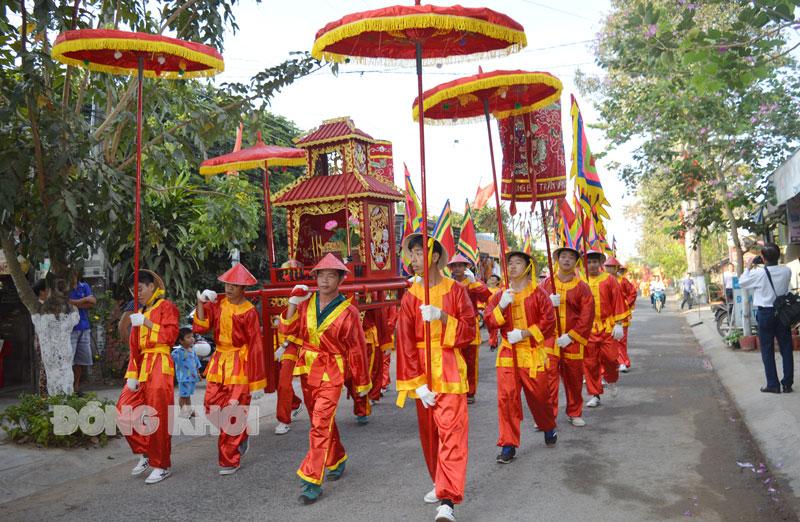Diễu hành tại lễ Giỗ Tổ Hùng Vương xã Phú Thuận (Bình Đại).