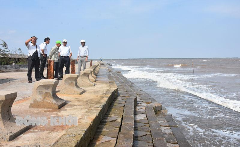 Công trình kè chống sạt lở bờ biển xã Bảo Thuận. Ảnh: C. Trúc