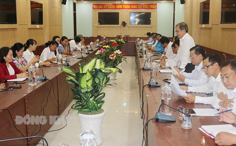Phó chủ tịch HĐND tỉnh Huỳnh Quang Triệu phát biểu tại buổi họp mặt.