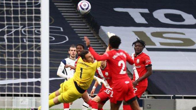 Bale có pha dứt điểm đẳng cấp gỡ hòa 1-1 ở trận Tottenham vs Southampton