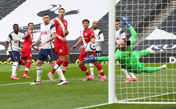 Ings mở tỷ số trận Tottenham vs Southampton ở phút 30