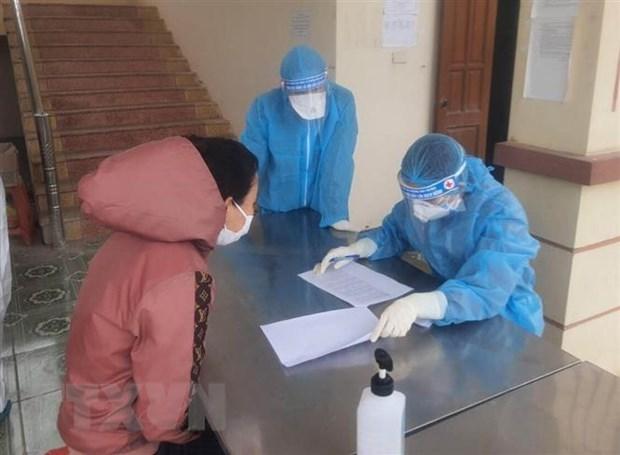 Khai báo y tế và lấy mẫu xét nghiệm cho người trở về từ nước ngoài. Ảnh: Thùy Dung/TTXVN
