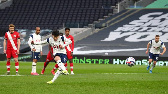 Son ghi bàn trên chấm 11m ở trận Tottenham vs Southampton