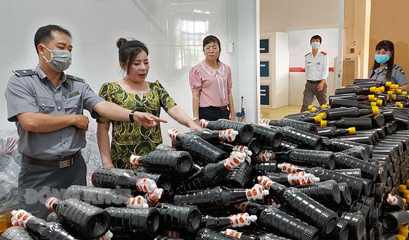 Đoàn thanh tra Chi nhánh Công ty cổ phần Xuất nhập khẩu A Tuấn Khang.