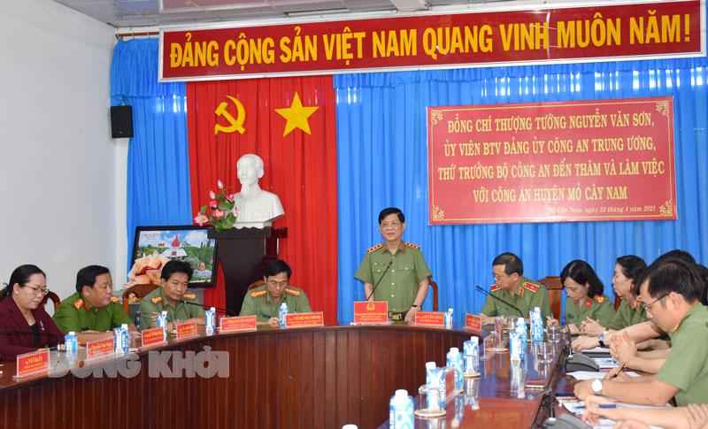 Thứ trưởng Nguyễn Văn Sơn phát biểu chỉ đạo tại buổi làm việc. Ảnh: M. Tú