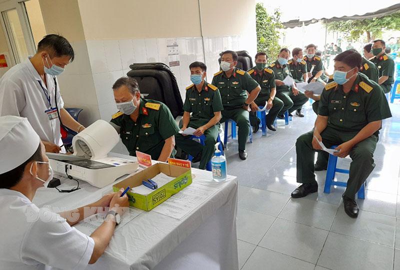 Lực lượng quân đội tỉnh tiêm vắc-xin ngừa Covid-19 tại Bệnh viện 120 (Tiền Giang).
