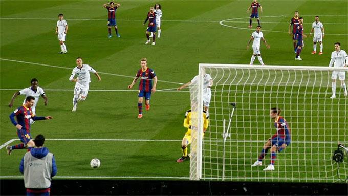 Messi tỏa sáng với 1 cú đúp