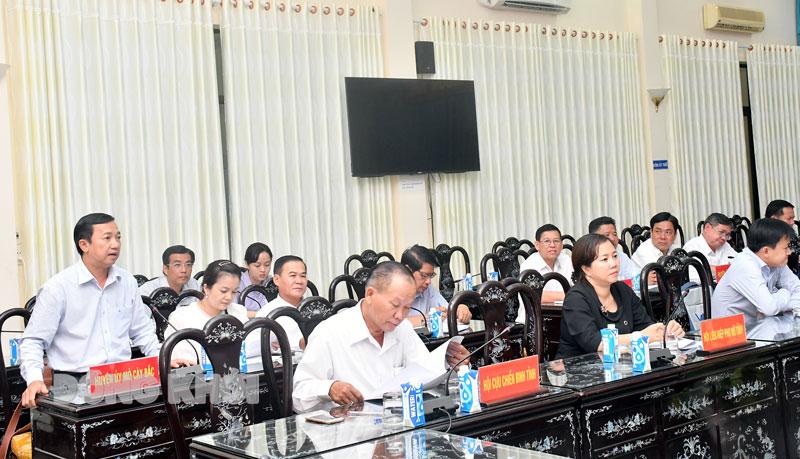 Bí thư Huyện ủy Mỏ Cày Bắc Nguyễn Văn Trung phát biểu tại hội nghị tổng kết công tác xây dựng Đảng và các đoàn thể nhân dân trong các doanh nghiệp, đơn vị ngoài khu vực Nhà nước. Ảnh: H.Hiệp