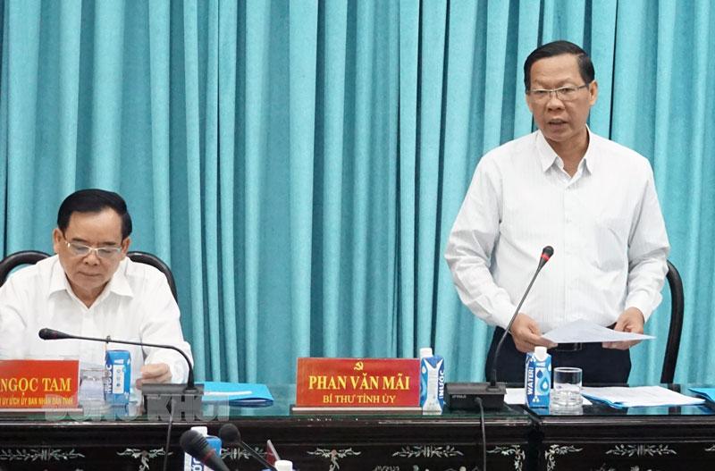 Bí thư Tỉnh ủy Phan Văn Mãi - Chủ tịch Ủy ban bầu cử tỉnh phát biểu chỉ đạo tại kỳ họp.