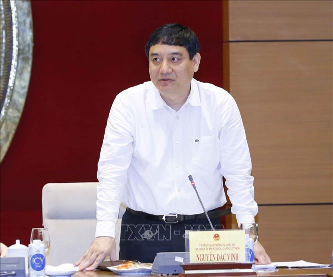 Chủ nhiệm Ủy ban Văn hóa, Giáo dục, Thanh niên, Thiếu niên và Nhi đồng của Quốc hội Nguyễn Đắc Vinh phát biểu. Ảnh: Doãn Tấn/TTXVN