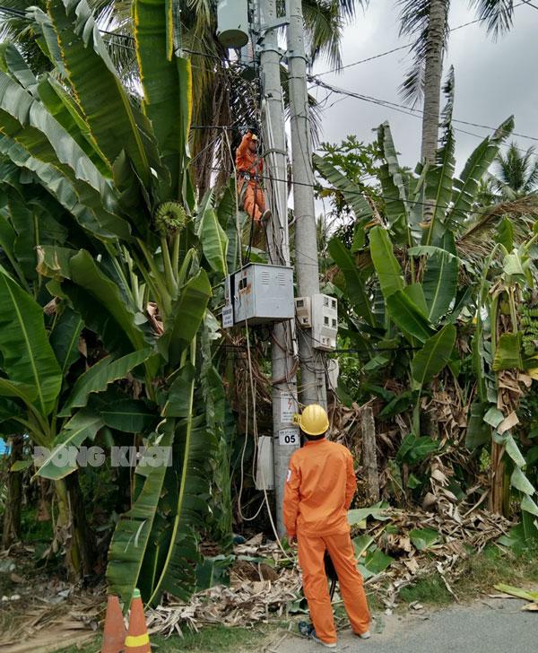 Lưới điện hạ áp trạm 2x37.5 kVA trụ 05 NR 1 pha ấp Phú Nhơn.
