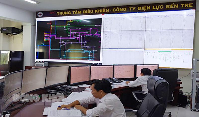 Theo dõi hệ thống điều khiển xa (scada, mimic) vận hành lưới điện tại Trung tâm điều khiển Công ty Điện lực Bến Tre.
