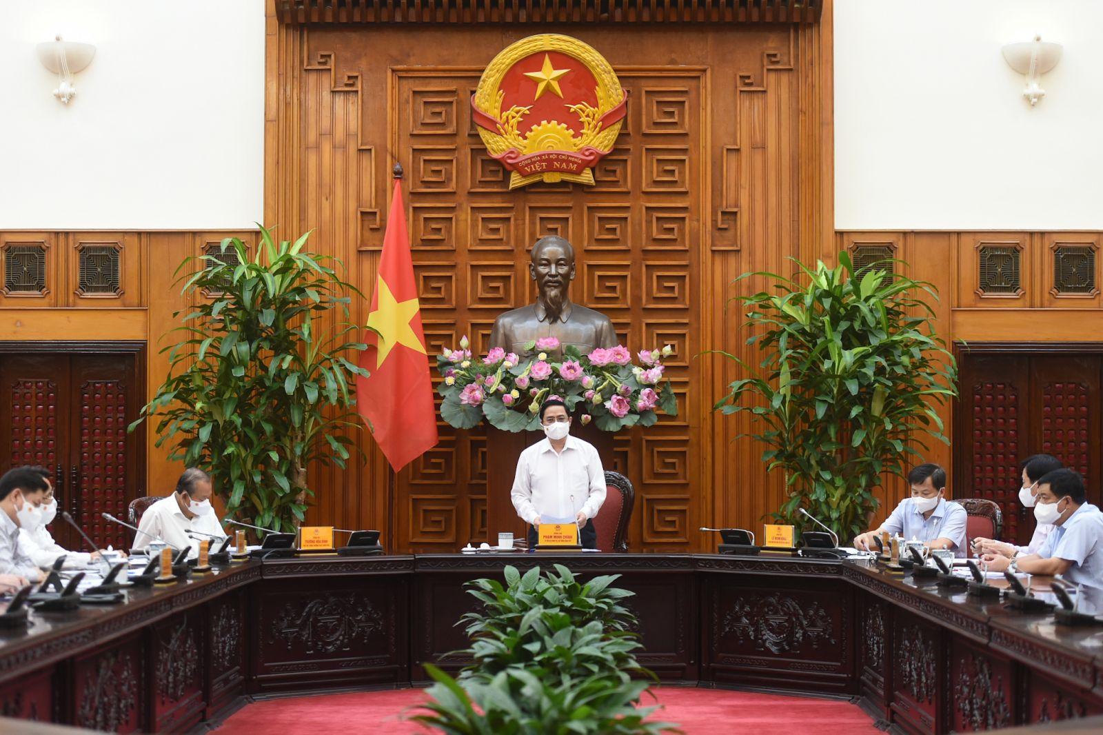Thủ tướng Phạm Minh Chính: Trường hợp để xảy ra lây nhiễm dịch trong cộng đồng trên địa bàn thì tuỳ mức độ sẽ bị xem xét, xử lý trách nhiệm theo quy định. Ảnh VGP