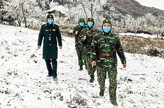 Bộ đội Biên phòng tuần tra khu vực biên giới. Ảnh: VGP/Toàn thắng