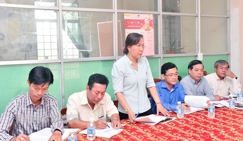 Kiểm tra công tác bầu cử ở phường An Hội, TP. Bến Tre. Ảnh: Thu Huyền