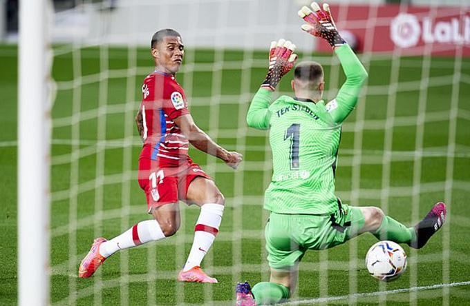 Machis ghi bàn gỡ hòa, mở ra chiến thắng của đội khách