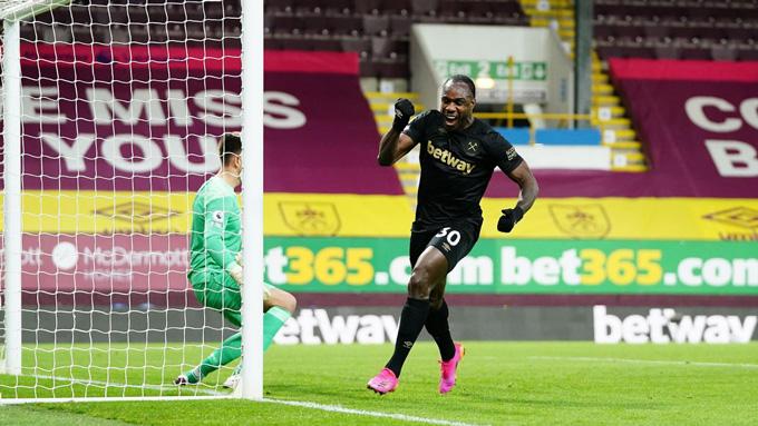 Michail Antonio ghi 2 bàn trong 8 phút ấn định tỷ số 2-1 trận Burnley vs West Ham