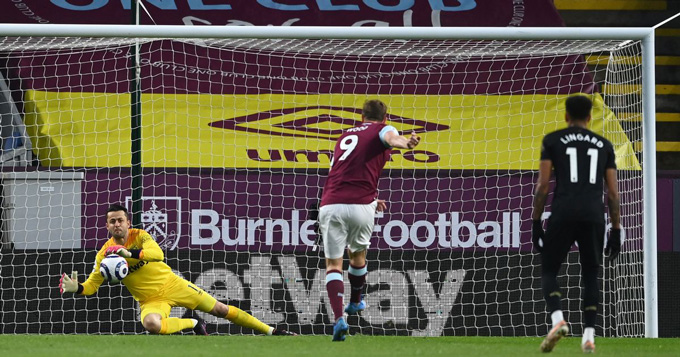 Chris Wood mở tỷ số trận Burnley vs West Ham ở phút 19