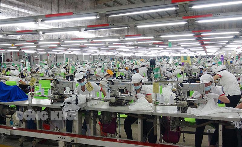 Các cụm công nghiệp đi vào hoạt động góp phần giải quyết việc làm cho người lao động địa phương. Ảnh: Phúc Hậu