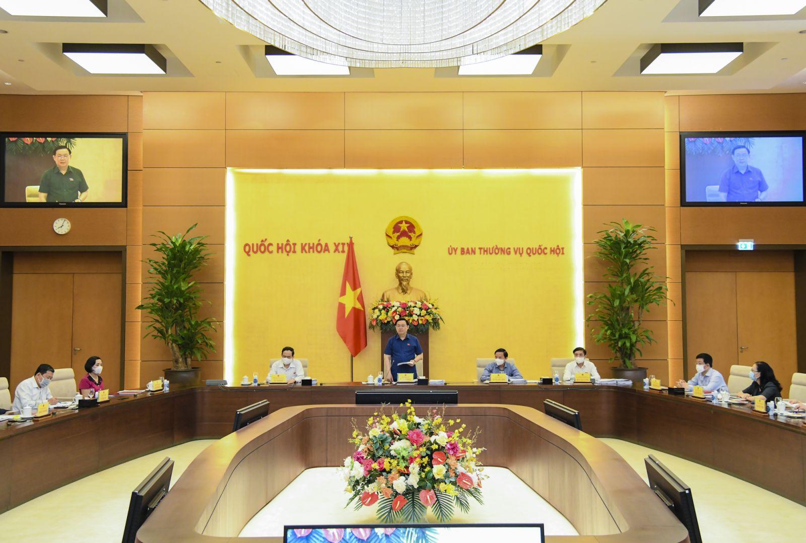 Chủ tịch Quốc hội Vương Đình Huệ làm việc với Lãnh đạo Văn phòng Quốc hội.