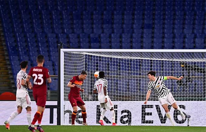 Dzeko ghi bàn gỡ hòa cho AS Roma