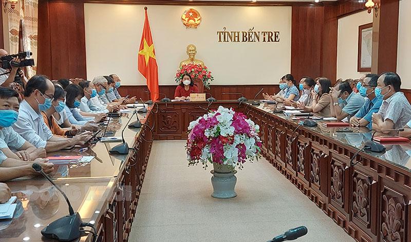 Phó chủ tịch UBND tỉnh Nguyễn Thị Bé Mười và các thành viên Ban chỉ đạo tham dự tại điểm cầu tỉnh.