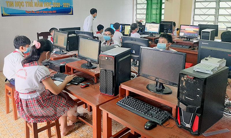 Học sinh tiểu học tham gia hội thi. Ảnh: Văn Minh