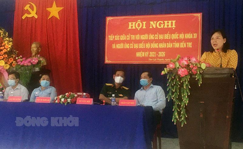 Phó trưởng đoàn chuyên trách phụ trách Đoàn đại biểu Quốc hội tỉnh Trần Thị Thanh Lam phát biểu tại buổi tiếp xúc.