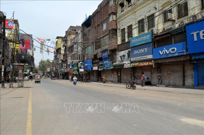 Một khu chợ đóng cửa trong thời gian phong tỏa phòng dịch COVID-19 tại Lahore, Pakistan, ngày 2-5-2021. Ảnh: THX/TTXVN