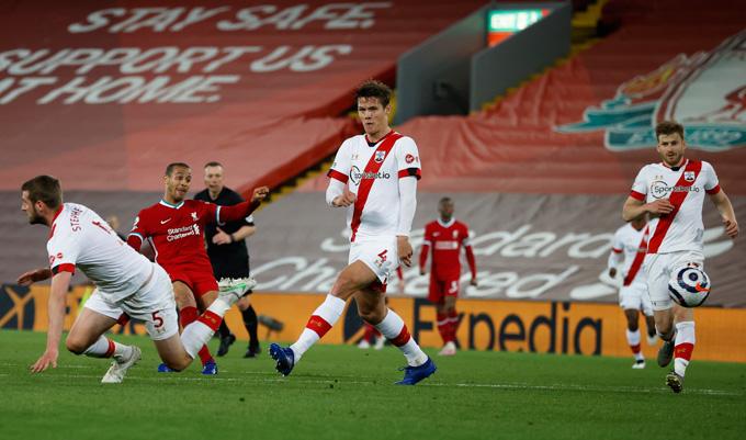 Thiago ấn định tỷ số 2-0 trận Liverpool vs Southampton