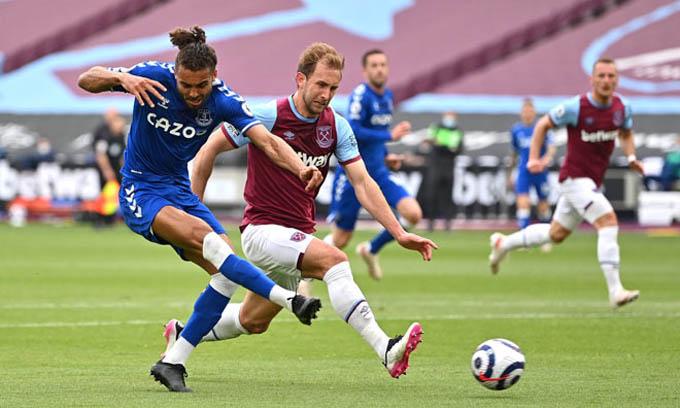 Calvert-Lewin ghi bàn vào lưới West Ham