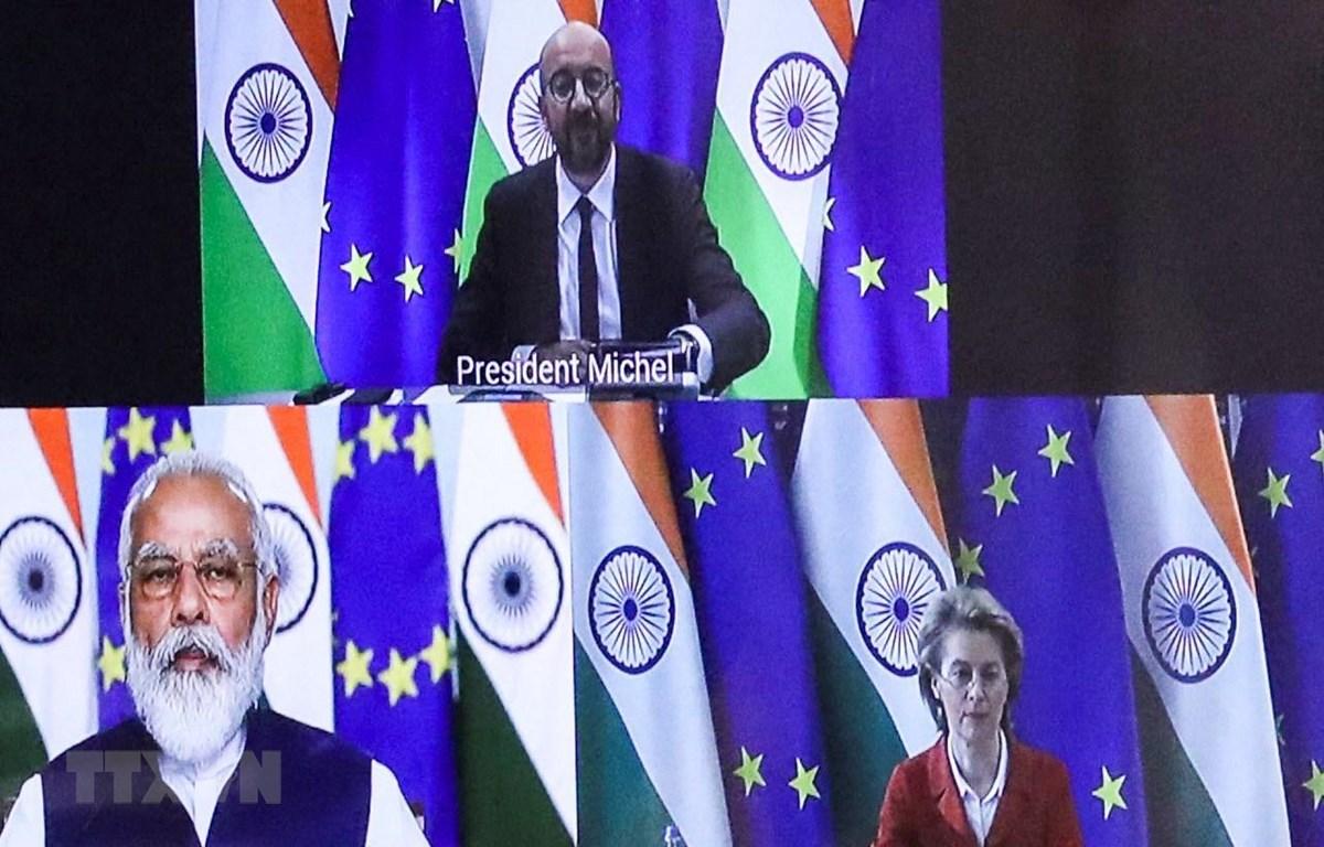 Chủ tịch Hội đồng châu Âu Charles Michel (trên), Thủ tướng Ấn Độ Narendra Modi (trái), Chủ tịch Ủy ban châu Âu Ursula von der Leyen (phải) tại một cuộc họp trực tuyến. Ảnh: AFP/TTXVN
