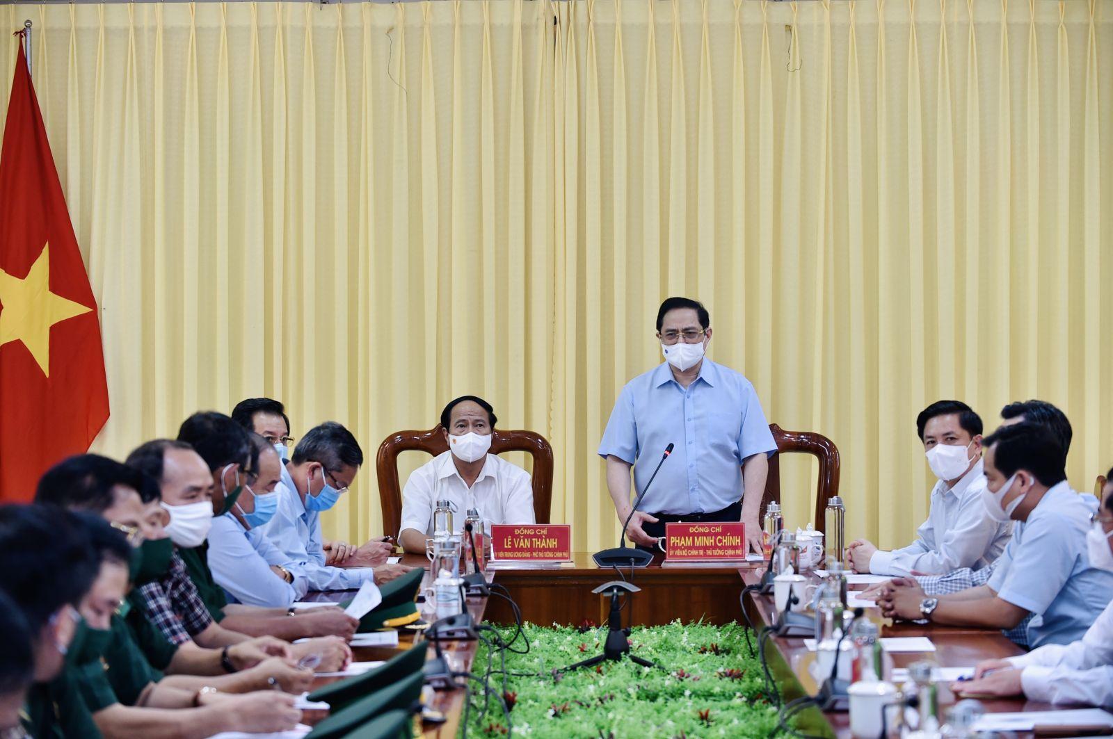 Thủ tướng Phạm Minh Chính, Phó thủ tướng Lê Văn Thành làm việc tại Bộ Chỉ huy Bộ đội Biên phòng tỉnh An Giang, chiều 9-5-2021. Ảnh: VGP/Nhật Bắc