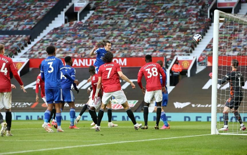 Soyuncu ghi bàn thắng quý giá cho Leicester.