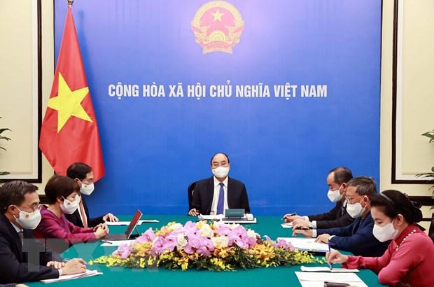 Chủ tịch nước Nguyễn Xuân Phúc điện đàm với Tổng thống Pháp Emmanuel Macron. Ảnh: Thống Nhất/TTXVN