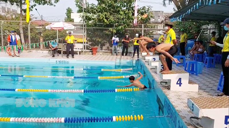Trẻ tham gia Giải bơi Hội khỏe Phù Đổng tỉnh năm 2021.