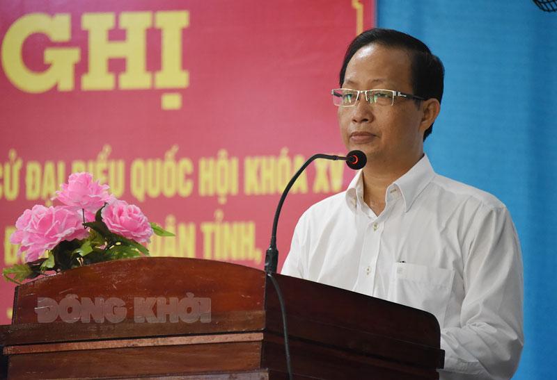 Phó chủ tịch Thường trực UBND tỉnh Nguyễn Trúc Sơn thông qua chương trình hành động tại điểm tiếp xúc cử tri các xã, thị trấn Chợ Lách. Ảnh: Thanh Đồng