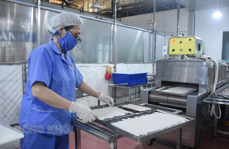 Các doanh nghiệp đảm bảo quy định phòng chống dịch Covid-19 trong sản xuất, kinh doanh tại đơn vị.