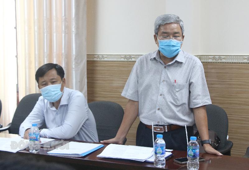 Giám đốc Sở Thông tin và Truyền thông Trịnh Minh Châu báo cáo tiến độ thực hiện.