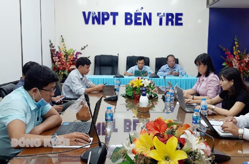 Đại biểu tham dự hội nghị trực tuyến tại điểm cầu tỉnh Bến Tre. Ảnh: Hoàng Giàu