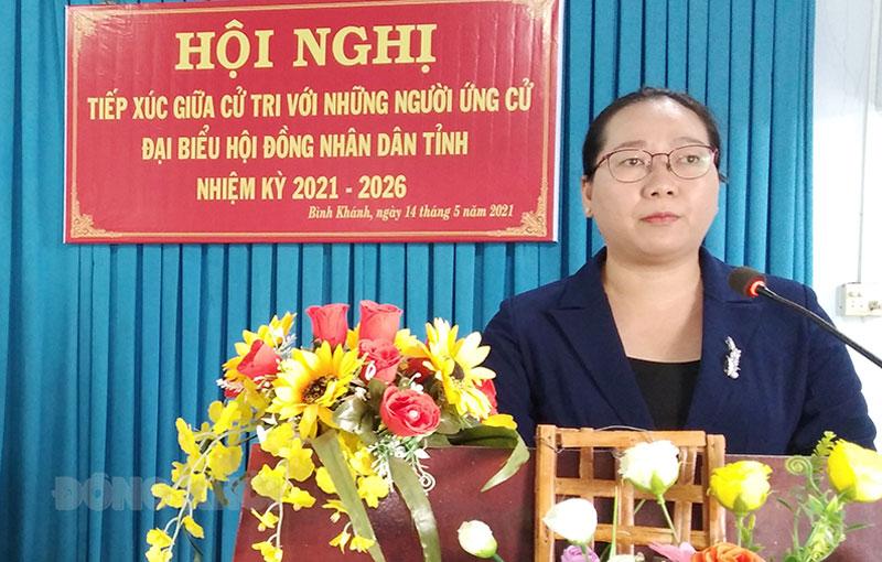 Bí thư huyện ủy Mỏ Cày Nam Nguyễn Thị Hồng Nhung thông qua chương trình hành động. Ảnh: Bảo Toàn