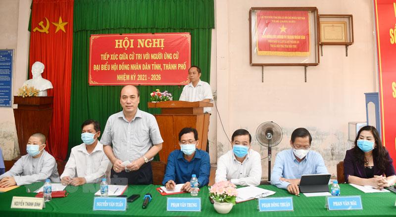 Bí thư Thành ủy Nguyễn Văn Tuấn giải trình, tiếp thu ý kiến của cử tri. Ảnh: Hữu Hiệp