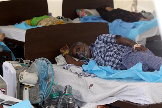 Bệnh nhân mắc COVID-19 điều trị tại bệnh viện ở Chennai, Ấn Độ, ngày 13-5-2021. Ảnh: THX/TTXVN