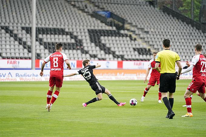 Bayern bị cầm chân bởi đối thủ yếu Freiburg