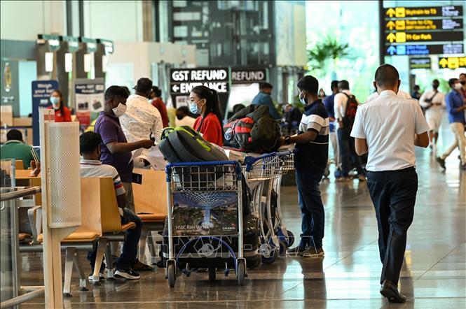 Du khách tại sân bay quốc tế Changi, Singapore ngày 15-3-2021. Ảnh: AFP/TTXVN